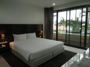 For RentCondoNana, North Nana,Sukhumvit13, Soi Nana : For Rent Service Apartment Near Skytrain Nana Station. Big Room Size 94sqm. Just 28, 000 Baht / Month