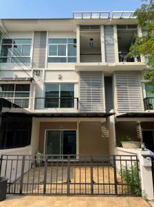 For RentTownhousePattanakan, Srinakarin : Townhome for rent The metro Rama 9 Motorway.
