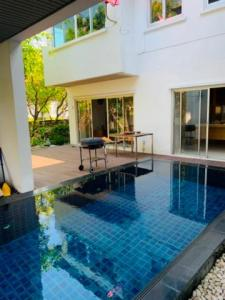 For RentHouseSilom, Saladaeng, Bangrak : For rent 2 storey detached house 6 bedrooms with swimming pool Pattanakarn area Fully furnished, Noble Tara Development.