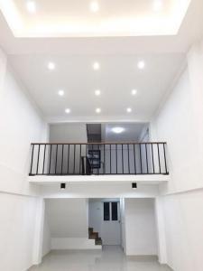 For RentShophousePattanakan, Srinakarin : 4-storey commercial building for rent, 4 meters wide, 15 meters long, 3 bedrooms, Soi On Nut 47.