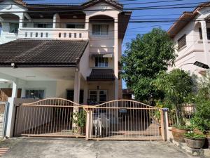 For SaleHousePattanakan, Srinakarin : Twin house, 3 floors, 42 sq wa, 3 large bedrooms, 3 bathrooms, 1 small bedroom, 1 Buddha room, 1 multipurpose room, Soi On Nut 66 Intersection 19, near Seacon Square. (Train Station Five Soi Srinakarin 45) M. Sirin House Project 5 Prawet, Prawet, Bangkok