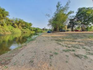 ขายที่ดินชะอำ เพชรบุรี : ขาย ที่ดินเปล่า ติดแม่น้ำเพชรบุรี 3 ไร่ 2 งาน 28 ตารางวา หน้ากว้างติดน้ำ 60 เมตร ติดรีสอร์ทและลานกางเต๊นท์ อำเภอท่ายาง เพชรบุรี