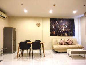 For RentCondoWongwianyai, Charoennakor : For rent Hive Taksin, next to BTS Wongwian Yai, 50 meters, price 35,000 baht.