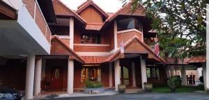 For SaleHouseChiang Mai, Chiang Rai : Urgent sale !!! 2-storey detached house (second hand), 2 houses, resort style, villa, swimming pool, garden on an area of 1 rai 59 sq m, price 22 million baht.
