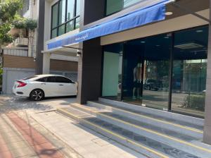 For RentShophouseSathorn, Narathiwat : 4-storey commercial building for rent, Bang Kho Laem, Charoen Krung, Rama 3, very good location on the road, the main building, 48 square meters, 11 air conditioners, suitable as an office, showroom.