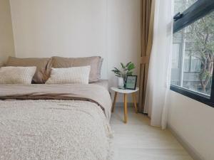 For RentCondoSathorn, Narathiwat : For rent Knightbridge Prime Sathorn, monoplex room, 16th floor.