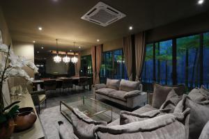 For SaleHouseLadprao 48, Chokchai 4, Ladprao 71 : 🏦 House for sale, new building Modern 3-storey luxury style ❤️ Soi Nakniwas Ladprao 71