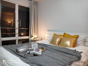 For SaleCondoRama9, RCA, Petchaburi : For sale IHOUSE RCA Condo I House Laguna Garden RCA I-HOUSE RCA furnished room.