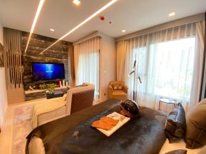 For SaleCondoRama9, RCA, Petchaburi : ** Special deal $$ wide studio, one price 3.xx booking only 1999 baht, free contract ++