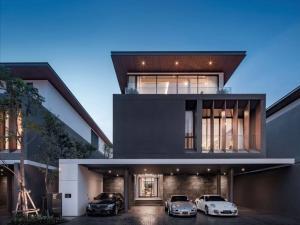 ขายบ้านรัชดา ห้วยขวาง : Selling Ultra Luxury house in Ratchada - Rama 9 📌 Area Rang : 700 sqm - 865 sqm 📌 Room Type : 4 - 5 bed & 5 - 6 bath 📌 Parking Lot Detail : 4 - 7 Parking Lot 📌 Living Area Hight Celing : 6 m. 📌 Smart Home System with Private Swiming Pool / Private Lif