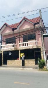 For SaleShophouseRangsit, Patumtani : ✨✨ Cheap sale !! Baan Rim Klong 3, commercial building, 2 floors, 2 booths, 4 bedrooms, 2 bathrooms ✨✨