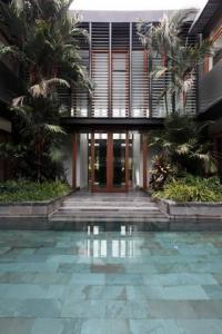 For RentHouseSilom, Saladaeng, Bangrak : 2 storey house for rent, 5 bedrooms with swimming pool. Panya Pattanakarn Village, 30 corners