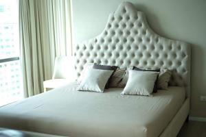 For RentCondoSukhumvit, Asoke, Thonglor : For rent The room Sukhumvit 21 near MRT Phetchaburi 500 meters price 24,000 baht.