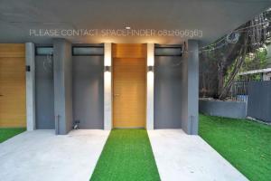 เช่าทาวน์เฮ้าส์/ทาวน์โฮมสุขุมวิท อโศก ทองหล่อ : pet friendly 3 Bedrooms Townhome In Ekkamai Area For Rent