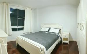For RentCondoSukhumvit, Asoke, Thonglor : For rent Condo 49 plus Sukhumvit 49 near BTS Thonglor price 22,000 baht