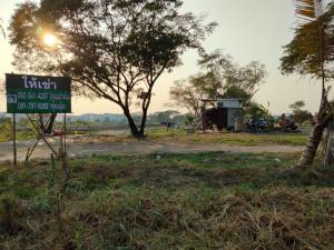 For RentLandLadkrabang, Suwannaphum Airport : For rent, long-term vacant land, 36 rai, Chaloem Phrakiat Rama 9 area, 40,000 baht per rai (ZL321).