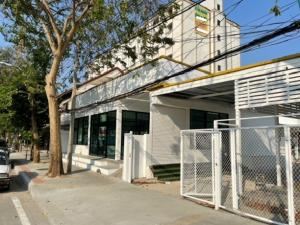 For RentShophouseLadprao 48, Chokchai 4, Ladprao 71 : Single storey building for rent Along Lad Phrao Road, Soi Ladprao, land area 100 square meters, 3-4 parking spaces, good location, suitable as an office, clinic, restaurant, coffee shop.