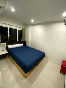 For RentCondoWongwianyai, Charoennakor : Condo for rent, The Planery Sathorn, 7th floor, spacious room with balcony, cool breeze, near BTS Krungthon and Wongwian Yai