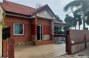 For SaleHouseRamkhamhaeng,Min Buri, Romklao : House for sale, one floor, 105 square meters, located at the village of Nantawan 10, Liap Waree Road.