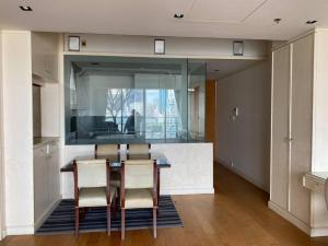 For SaleCondoSathorn, Narathiwat : Condo The Met Sathorn, 2 bedrooms, 94 sqm., Ready to move in, price 9.9 million rooms, not blocked by block views, this price is guaranteed the cheapest in the project, only 105,000 baht / sq m.