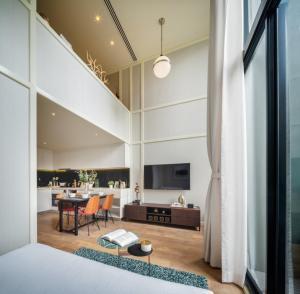 ขายดาวน์คอนโดสุขุมวิท อโศก ทองหล่อ : Noble Form Thonglor FULLPLEX! - Stunning view, powder room on the upper floor, highest in mid Thonglor