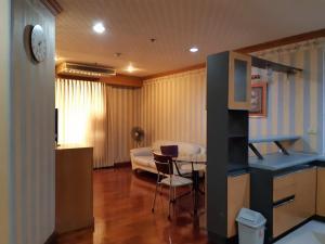 For RentCondoRatchathewi,Phayathai : +++ Urgent rent, Pathumwan Resort Condo *** 2 bedrooms, 2 bathrooms, size 75 sq m, ready to move +++