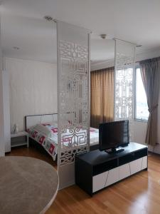 For RentCondoWongwianyai, Charoennakor : Condo for rent Villa Sathorn 8th floor AOL-F72-2102003403