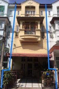 For SaleTownhouseBangna, Lasalle, Bearing : 3.5 storey townhouse for sale Lasalle Park, near BTS Bearing, Soi Sukhumvit 105, Bangna, near Central Bitec.