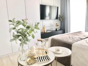 เช่าคอนโดวิทยุ ชิดลม หลังสวน : ✨Life One Wireless✨For Rent 18,000 Ploenchit BTS 28 Sqm. เฟอร์นิเจอร์ครบ High Floor