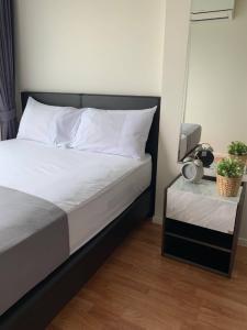 For RentCondoKhlongtoei, Kluaynamthai : Condo for rent Lumpini Place Rama4 - Ratchadapisek fully furnished (Confirm again when visit).