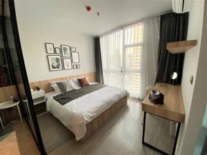 """เช่าคอนโดสุขุมวิท อโศก ทองหล่อ : Rental : RhythmEkkamai, 1 Bed 1 Bath ,35sq.m. , Floor.22🔥 Rental : 24,000 THB / Month🔥🔥📌300mfromBTSEkkamai📌ชั้น22ทิศเหนือเลขที่11/212📌Fullyfurnished+เครื่องใช้ไฟฟ้า📌TV49""""ตู้เย็น10Q📌เครื่องซักผ้า8Kg.📌ไมโครเวฟ📌เครื่องทำน้ำอุ่น"""
