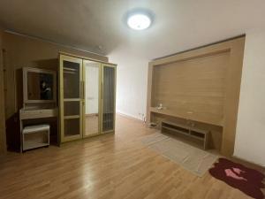 For RentCondoChengwatana, Muangthong : For rent near robinson srisamarn Condo Champs Elysees 35 sq m.