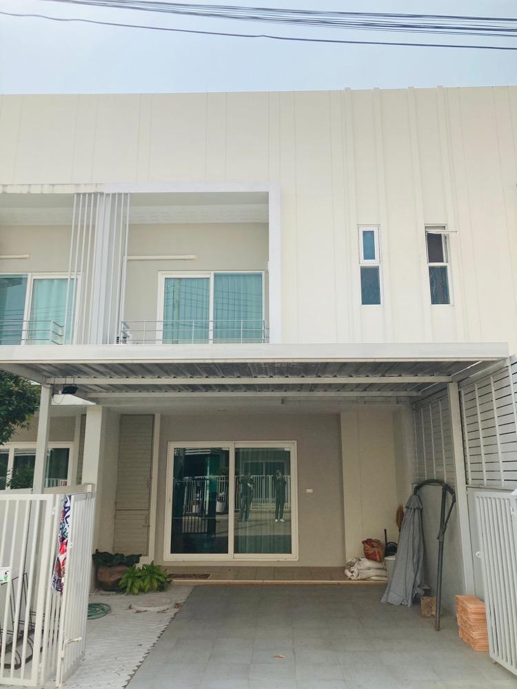 For SaleTownhouseChiang Mai : Sale townhome The Urbana 2 near Chiang Mai airport.