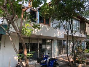 For SaleHouseChengwatana, Muangthong : House for sale 200 sq m. Near the lake, Muang Thong, shady, good atmosphere, good value