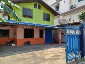 For RentHouseThaphra, Wutthakat : 2 storey house for rent near BTS Talat Phlu.