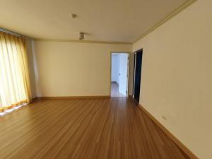 For SaleCondoRatchadapisek, Huaikwang, Suttisan : Condo next to MRT Ratchada, wide room, cheaper than appraisal, 1 hand