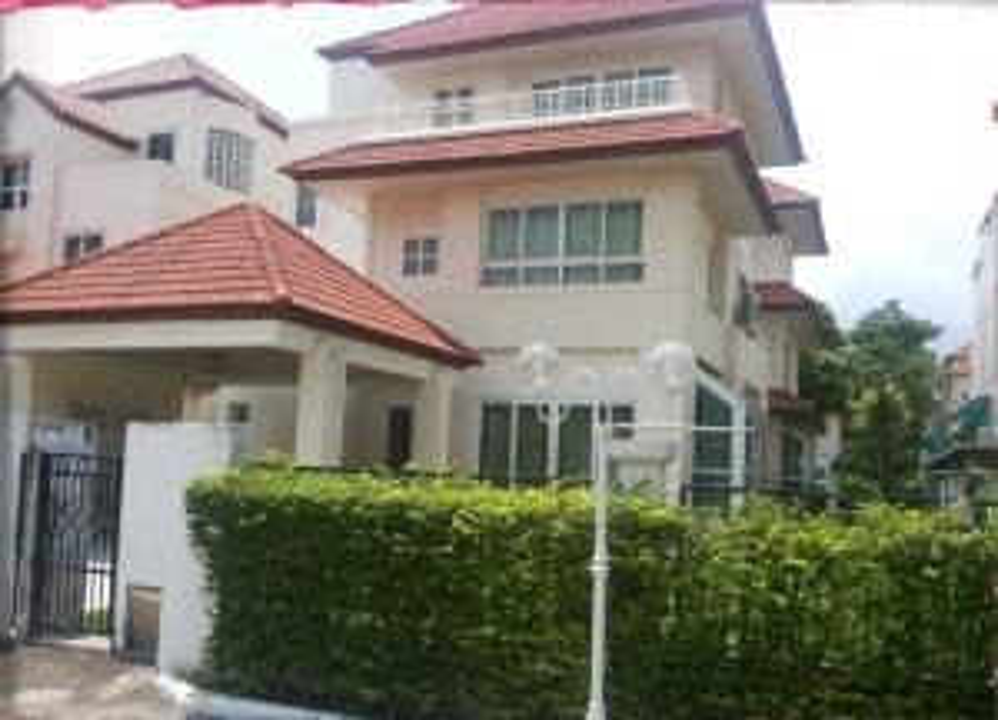 For RentHouseRamkhamhaeng Nida, Seri Thai : For rent! Urgent detached house 3 floors, 78 square wa. Ring Road - On Nut. Near Suvarnabhumi airport Rent 42,000 / month