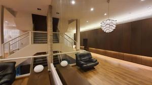 For RentShophouseRama9, RCA, Petchaburi : 4-storey townhome office for rent Baan Klang Muang Rama 9-Ladprao