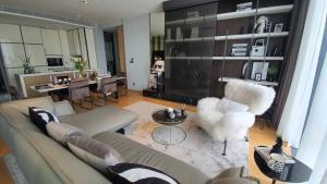 For SaleCondoSukhumvit, Asoke, Thonglor : Selling : Penhouse at Beatniq , Sukumvit 32 , 2 bed 2 bath with Special living room , 108 sqm , Floor 25 th