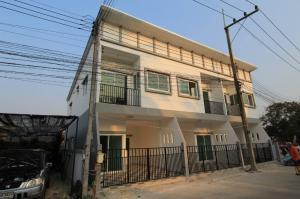 For SaleTownhouseNakhon Pathom, Phutthamonthon, Salaya : New townhome near Sampran Intersection. Near Petchkasem Road, 80 m., built entirely of bricks.
