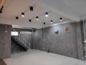 เช่าตึกแถว อาคารพาณิชย์อ่อนนุช อุดมสุข : ให้เช่าอาคารพาณิชย์ bts พระโขนงทำออฟฟิศคลินิกและ Hostel Cafe