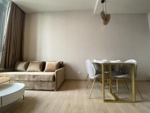 For RentCondoSukhumvit, Asoke, Thonglor : 🔥Hot Deal🔥 Noble BE19 550m. From BTS Asoke Station