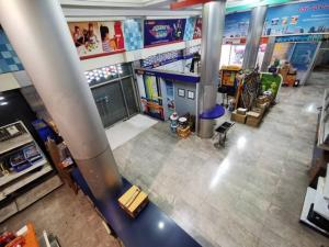 For RentShophouseRamkhamhaeng Nida, Seri Thai : Rent a commercial building, 6 booths with warehouse, 1800 sq m, Srinakarin Road. Near the intersection of Lam Sali Suitable for showroom Near the Yellow Line and the Orange Line