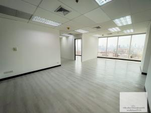 For RentOfficeRatchadapisek, Huaikwang, Suttisan : Office for rent in the heart of Ratchadaphisek, Forum tower, near MRT Huai Khwang only 300 meters.