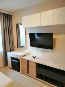 For RentCondoRama9, RCA, Petchaburi : RHYTHM Asoke 2 near MRT Rama 9 Studio room // Brand new fully furnished condo for rent.
