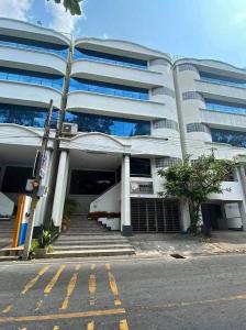 เช่าตึกแถว อาคารพาณิชย์พระราม 9 เพชรบุรีตัดใหม่ : BH832 ให้เช่าอาคารพาณิชย์5ชั้นดาดฟ้า ใกล้ The Nine พระราม9 เขตสวนหลวง 45,000/เดือน