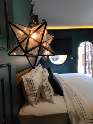 For RentHouseSukhumvit, Asoke, Thonglor : Rental : Villa Hotel in Thonglor, 11 Bed 11 Bath