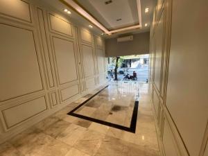 For RentShophouseSukhumvit, Asoke, Thonglor : Rent / sale commercial buildings in prime location near bts Ekkamai.