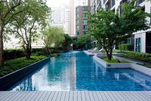 For RentCondoRatchadapisek, Huaikwang, Suttisan : Urgent rent ++ Centric Ratchada-Huay Kwang, 18th floor, special floor, shady, near MRT Huai Khwang.
