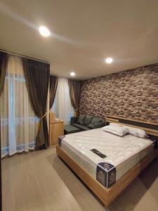 เช่าคอนโดพระราม 9 เพชรบุรีตัดใหม่ : ให้เช่า Studio 34 ตรม. @Supalai Park Asoke Ratchada ชั้น 17 เงียบสงบ วิวสระน้ำ ฿9,500